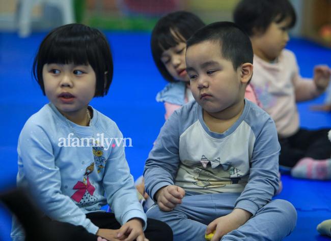Vừa buồn cười vừa thương khi xem loạt ảnh trẻ mầm non khóc mếu, dỗi ra mặt trong ngày đầu đi học lại: Đang yên đang lành lại bắt dậy sớm!-11