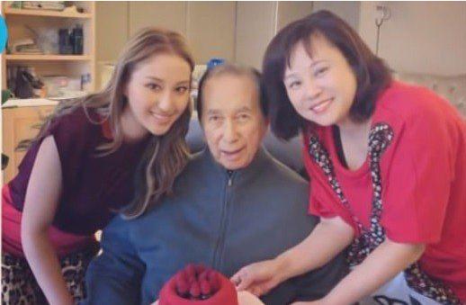 Vợ ba Vua sòng bài Macau đón sinh nhật 1 mình, con gái đăng ảnh cũ mừng tuổi mẹ khiến dân mạng xuýt xoa: Hà Hồng Sân si mê bà là đúng!-4