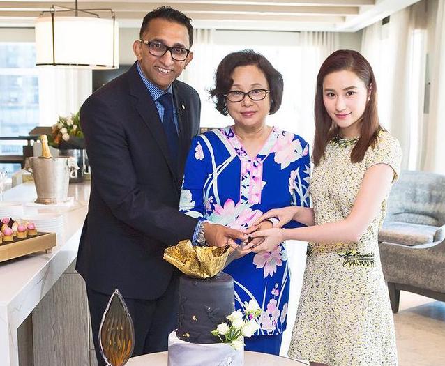 Vợ ba Vua sòng bài Macau đón sinh nhật 1 mình, con gái đăng ảnh cũ mừng tuổi mẹ khiến dân mạng xuýt xoa: Hà Hồng Sân si mê bà là đúng!-3