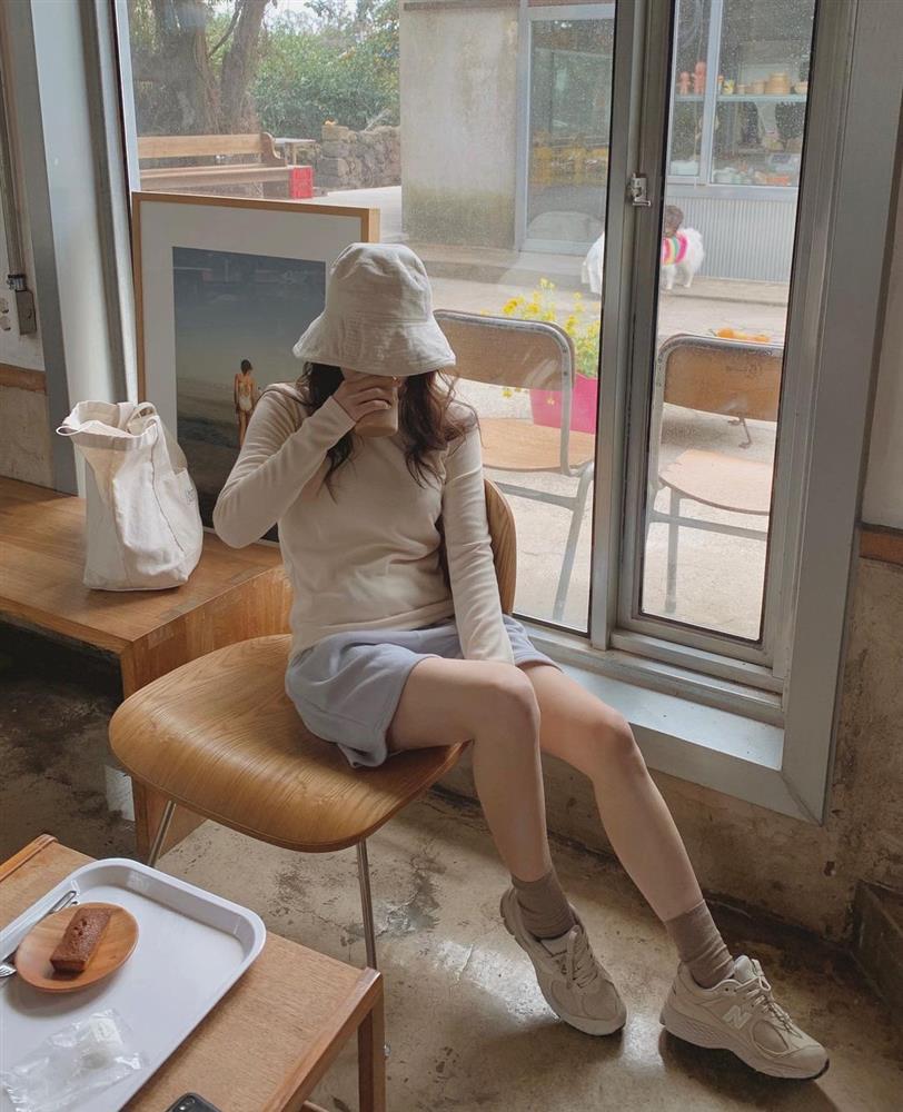 Làm mới loạt items cũ trong tủ đồ bằng 12 công thức mix&match xinh tươi, trendy của hội gái Hàn-2