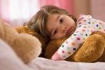 """3 biểu hiện cho thấy trẻ bất an và """"thiếu tình thương"""", đáng buồn là cha mẹ lại thường vui mừng vì nghĩ chúng có chỉ số EQ cao"""