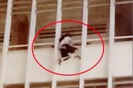 Bảo vệ trường kể phút cứu nữ sinh lớp 6 đu lan can tầng 3