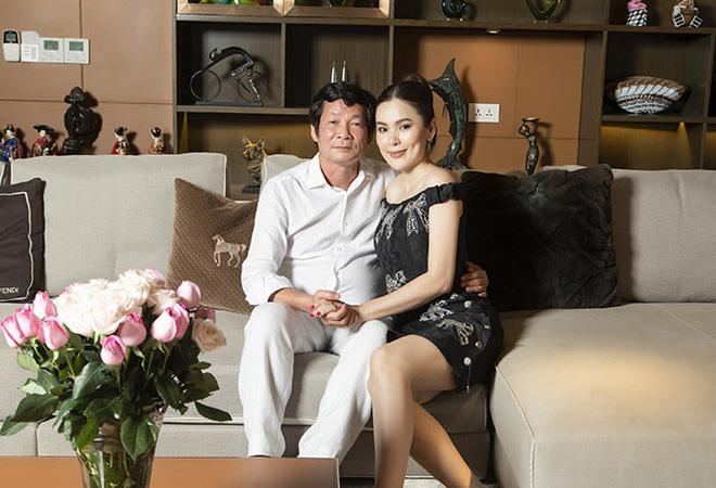 Hoa hậu Việt được tặng 6 tỷ vì giảm 6kg: Chơi hàng hiệu khét tiếng, quỳ gối rửa chân cho chồng-4