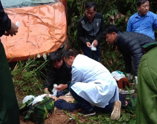 Nghệ An: Ô tô lao xuống vực, cán bộ phòng thanh tra tử nạn trên đường đi công tác-1