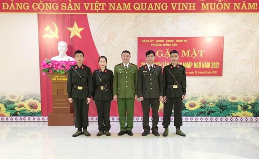 Nữ tân binh duy nhất ở Yên Bái gây chú ý trong ngày nhập ngũ: Nhận giấy thông báo mà vừa mừng vừa lo-2