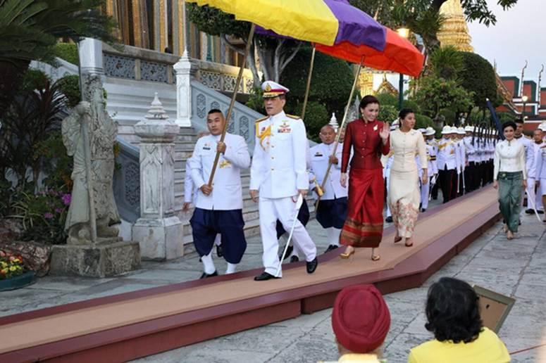 2 Hoàng hậu Thái Lan cùng nhau xuất hiện, chỉ qua một bức ảnh là thấy rõ địa vị hiện tại trong hậu cung đang nghiêng về bên nào-5