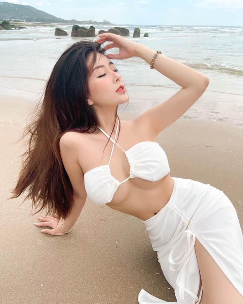 """Nữ thần học đường"""" nổi nhất Sài Gòn một thời chào tuổi 20 bằng bộ ảnh nhìn mà muốn thoát vị đĩa đệm-1"""