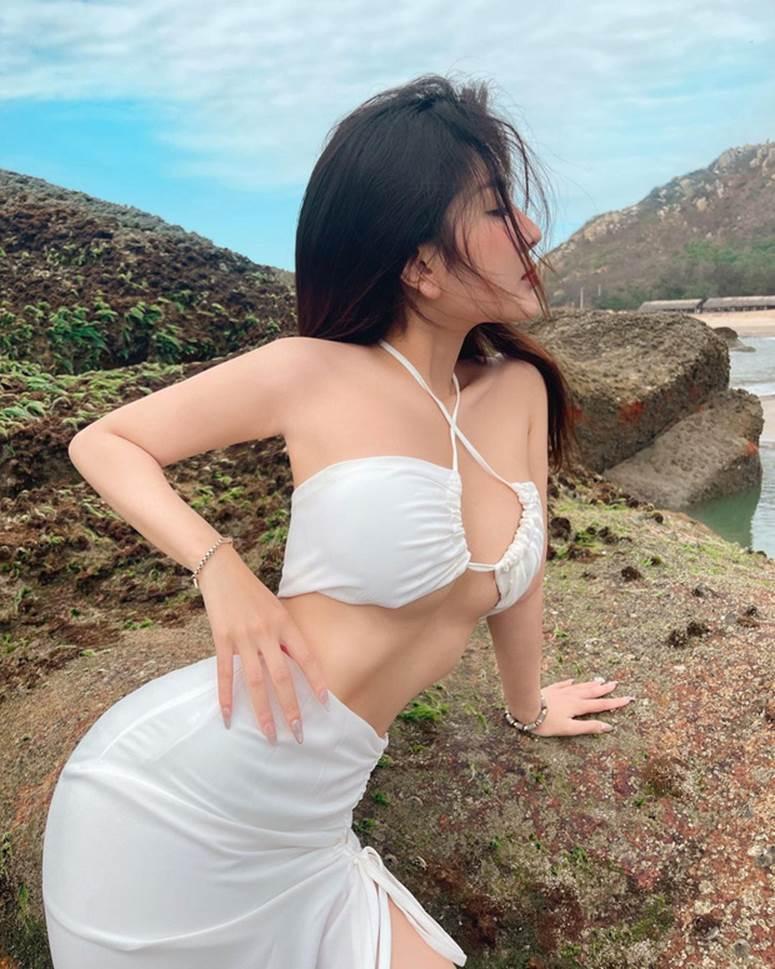 """Nữ thần học đường"""" nổi nhất Sài Gòn một thời chào tuổi 20 bằng bộ ảnh nhìn mà muốn thoát vị đĩa đệm-7"""