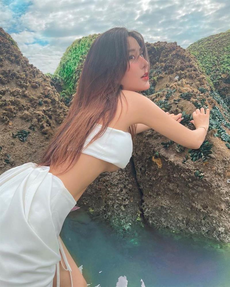 """Nữ thần học đường"""" nổi nhất Sài Gòn một thời chào tuổi 20 bằng bộ ảnh nhìn mà muốn thoát vị đĩa đệm-9"""