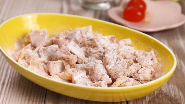 Mách chị em cách làm sụn gà sốt trứng muối: Dùng làm món chính hay món ăn vặt đều đi vào lòng người-3