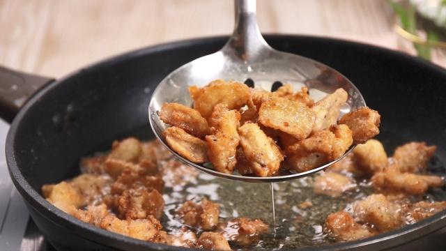 Mách chị em cách làm sụn gà sốt trứng muối: Dùng làm món chính hay món ăn vặt đều đi vào lòng người-4