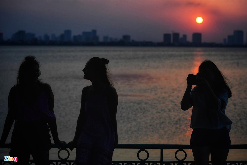 Phụ nữ nước ngoài bị sàm sỡ ở Hồ Tây - Vấn nạn đã kéo dài nhiều năm-5
