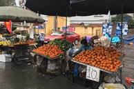 Trái cây dội chợ giá rẻ hơn rau, bán cả chục tấn/ngày