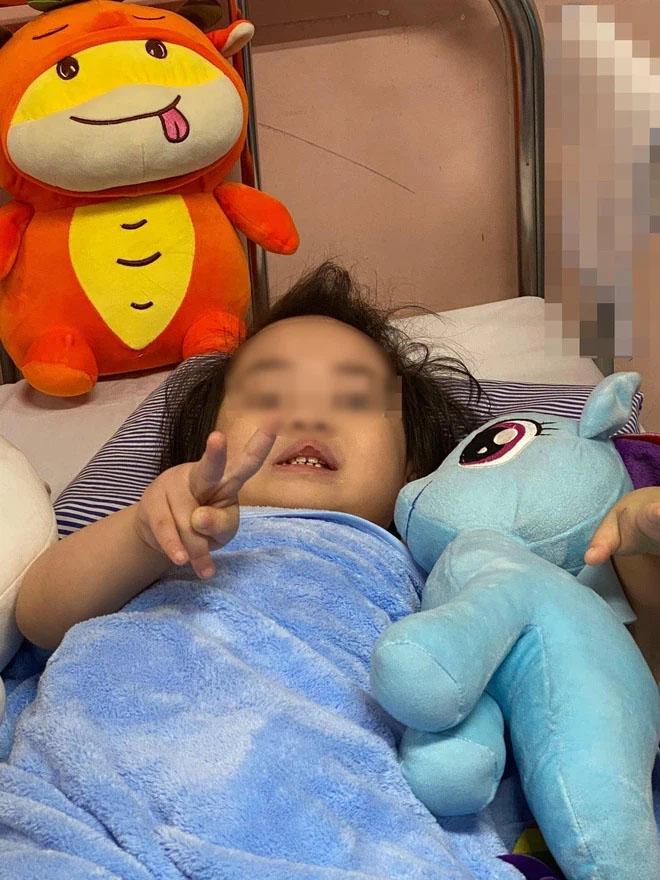 Bé gái 3 tuổi ngã từ tầng 12 chung cư ở Hà Nội dự kiến được xuất viện vào ngày mai-1