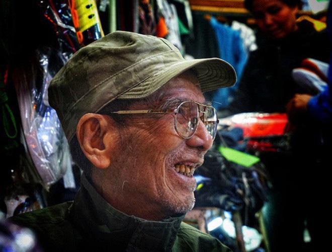 Xót xa những hình ảnh cuối đời của NSND Trần Hạnh: Tuổi già sức yếu nhưng vẫn cười lạc quan, vẫn cống hiến hết mình!-7