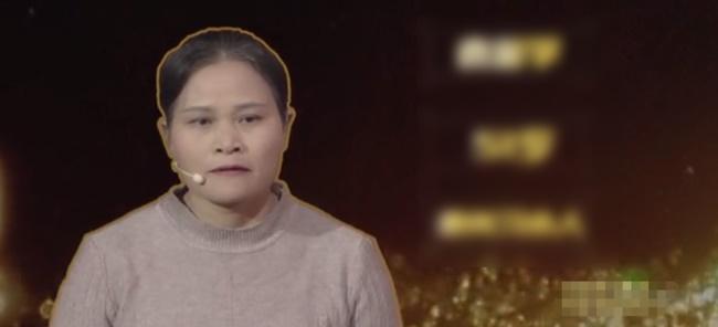 Bà mẹ lên truyền hình tố cáo các con ruồng rẫy mình, ai ngờ cô con gái bình thản kể lại 1 chuyện khiến cả trường quay chết lặng-2
