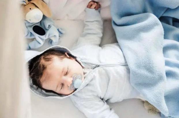 """Trẻ sơ sinh khó ngủ, ngủ ngày cày đêm""""? 4 kinh nghiệm đối phó tưởng là chân lý"""" nhưng không hẳn đúng, bố mẹ cần lưu ý-4"""