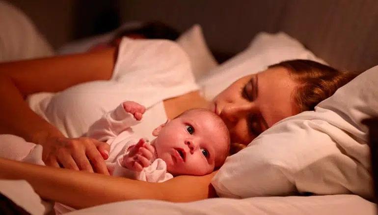 """Trẻ sơ sinh khó ngủ, ngủ ngày cày đêm""""? 4 kinh nghiệm đối phó tưởng là chân lý"""" nhưng không hẳn đúng, bố mẹ cần lưu ý-2"""