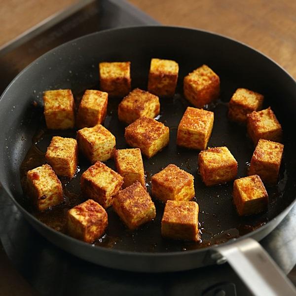Mách chị em cách làm cơm cà ri đậu phụ, bữa ăn chay thơm ngon lành mạnh nhất là đây-5