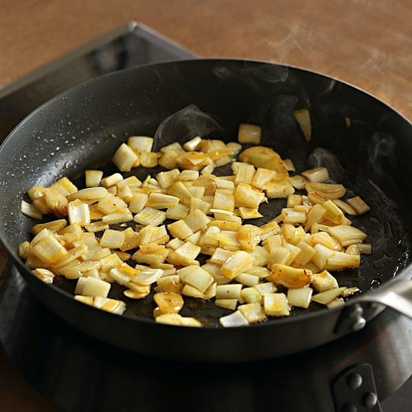 Mách chị em cách làm cơm cà ri đậu phụ, bữa ăn chay thơm ngon lành mạnh nhất là đây-6