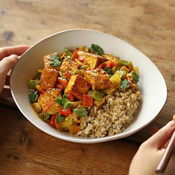 Mách chị em cách làm cơm cà ri đậu phụ, bữa ăn chay thơm ngon lành mạnh nhất là đây-9