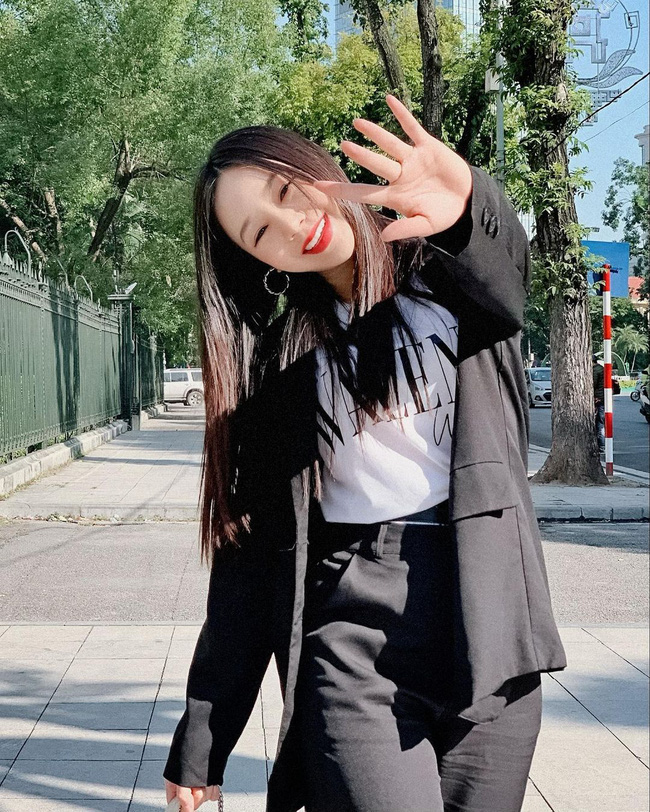 Quỳnh Kool - tiểu thư bị ghét nhất Hướng Dương Ngược Nắng: Style ngoài đời cực sành điệu, mê nhất là những khi diện váy-4