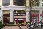 Hà Nội: Người đàn ông đang uống cà phê thì đi lên tầng 5 rồi nhảy xuống