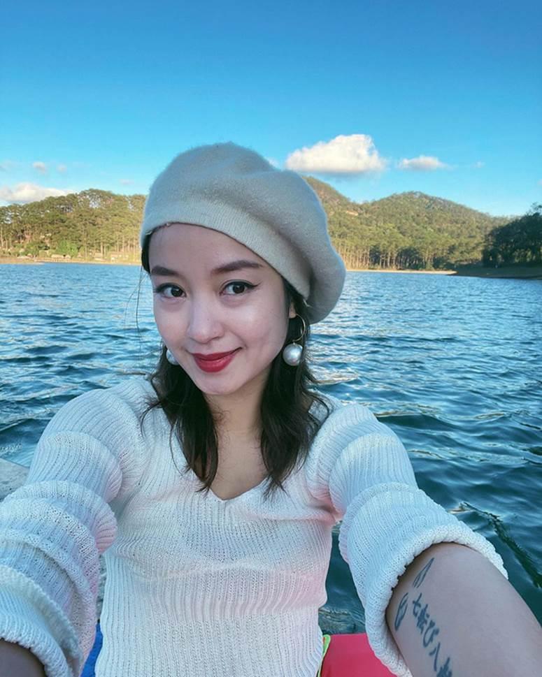 Xuýt xoa không thôi với loạt ảnh du lịch cực chill của Mi Vân: Style đơn giản nhưng nhan sắc mẹ bỉm vẫn đỉnh quá!-3