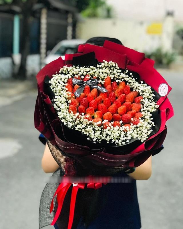 Bỏng tay với bó hoa dâu tây siêu lạ, ngắm đẹp, ăn ngon dịp 8/3-2