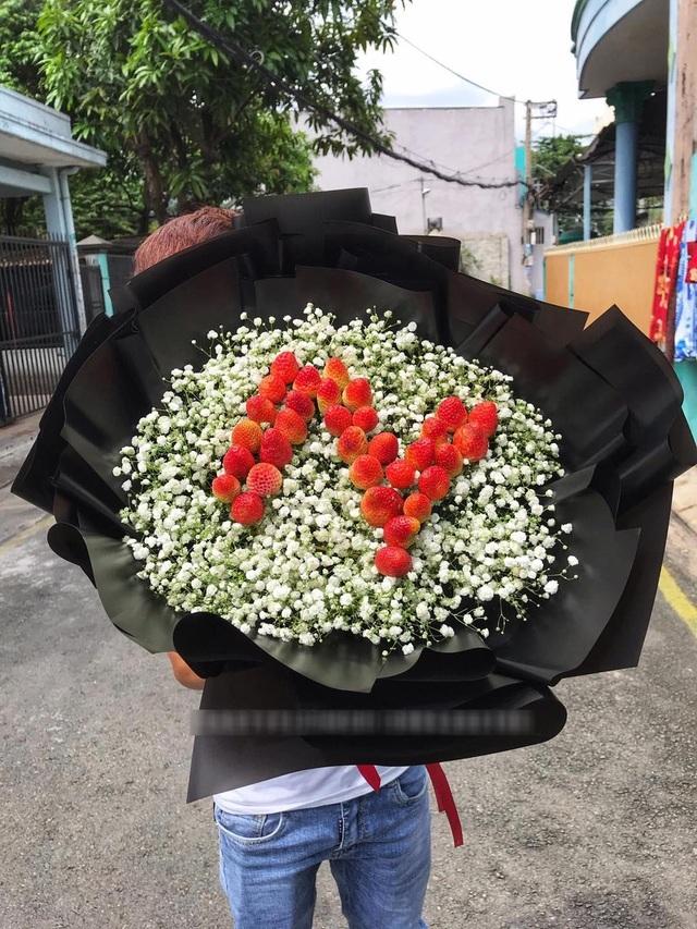 Bỏng tay với bó hoa dâu tây siêu lạ, ngắm đẹp, ăn ngon dịp 8/3-3