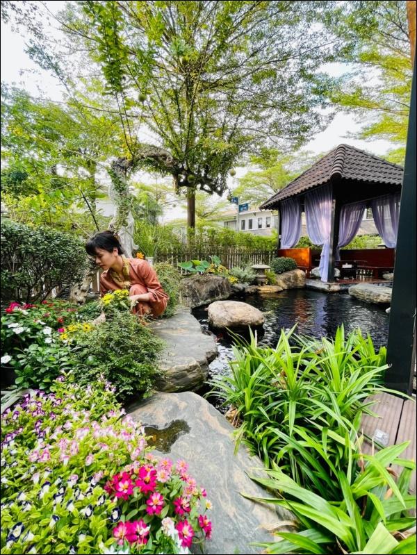 Biệt thự triệu đô hoành trángcủa Nhật Kim Anh: Bốnmùa ngập tràn hoa tươi từ nhà ra ngõ-3