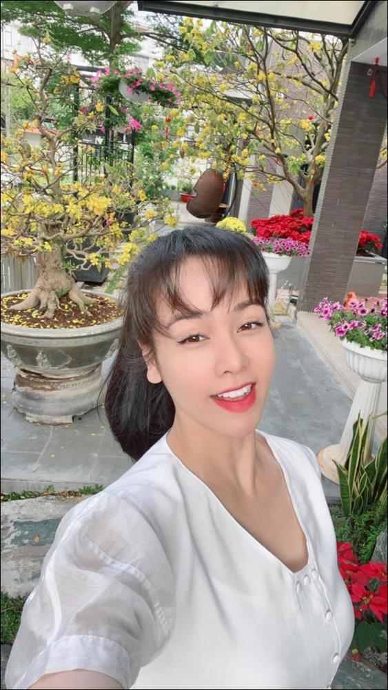 Biệt thự triệu đô hoành trángcủa Nhật Kim Anh: Bốnmùa ngập tràn hoa tươi từ nhà ra ngõ-1