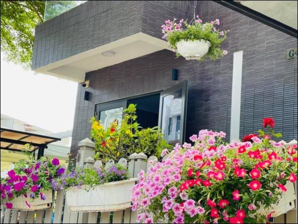 Biệt thự triệu đô hoành trángcủa Nhật Kim Anh: Bốnmùa ngập tràn hoa tươi từ nhà ra ngõ-9