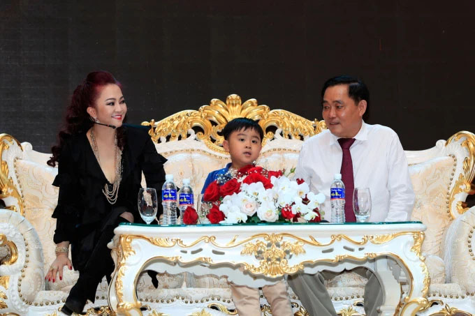 Vợ ông Dũng lò vôi - bà chủ khu du lịch Đại Nam 6.000 tỷ: Tôi là Nguyễn Phương Hằng, tôi đi hiên ngang bên đời anh Dũng-3