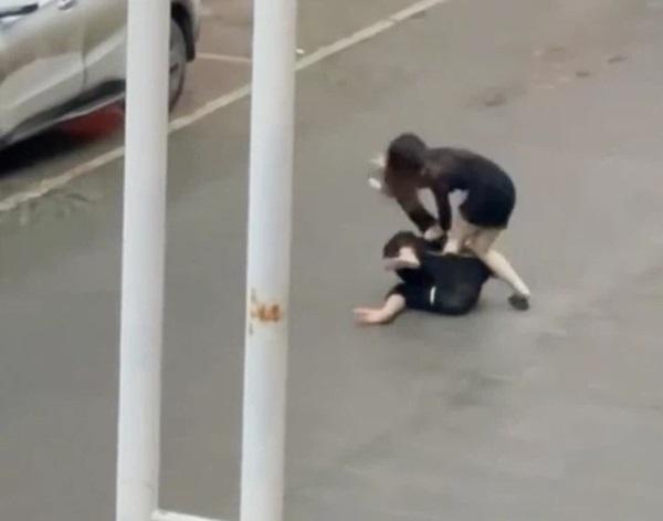 Cô gái bị bạn trai đánh giữa đường và màn phản công đặc sắc khiến anh phải xin tha, nguyên nhân vì một lời nói khi đang ân ái-2