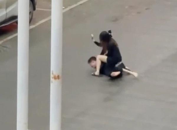 Cô gái bị bạn trai đánh giữa đường và màn phản công đặc sắc khiến anh phải xin tha, nguyên nhân vì một lời nói khi đang ân ái-3