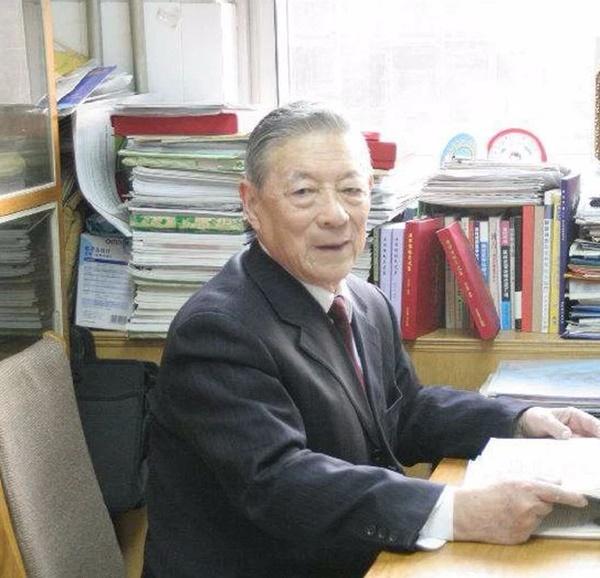 Bị nhồi máu não và ung thư thận, sau hơn 15 năm vẫn khỏe mạnh, bác sĩ 98 tuổi ở Trung Quốc chia sẻ 2 bí quyết sống khỏe-1