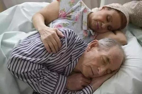 Bị nhồi máu não và ung thư thận, sau hơn 15 năm vẫn khỏe mạnh, bác sĩ 98 tuổi ở Trung Quốc chia sẻ 2 bí quyết sống khỏe-3