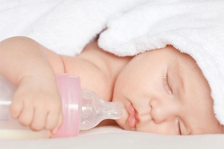 Những thói quen cực kỳ nguy hiểm cho trẻ sơ sinh mà bố mẹ nào cũng mắc phải hàng ngày, nghiêm trọng nhất là hành động số 2-6