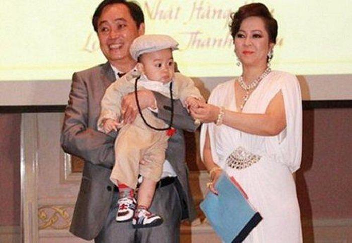 Từ lâu bà Phương Hằng - vợ ông Dũng lò vôi đã chọn người thừa kế khối tài sản khổng lồ, cậu bé khi ấy mới tròn 1 tuổi và lý do đằng sau khiến ai cũng bất ngờ-7