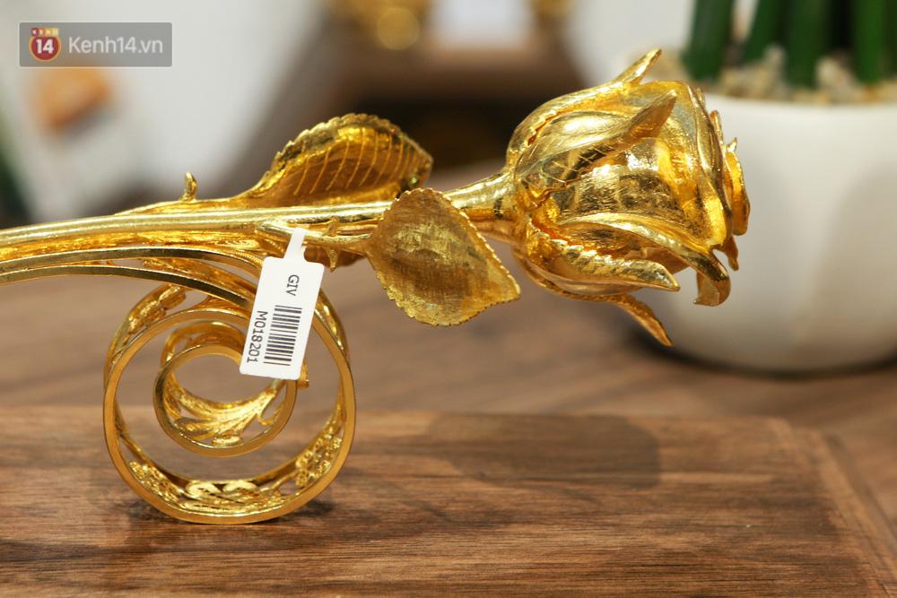 Cận cảnh hoa hồng đúc vàng giá 330 triệu đồng được đại gia Hải Phòng mua làm quà tặng ngày 8/3-2