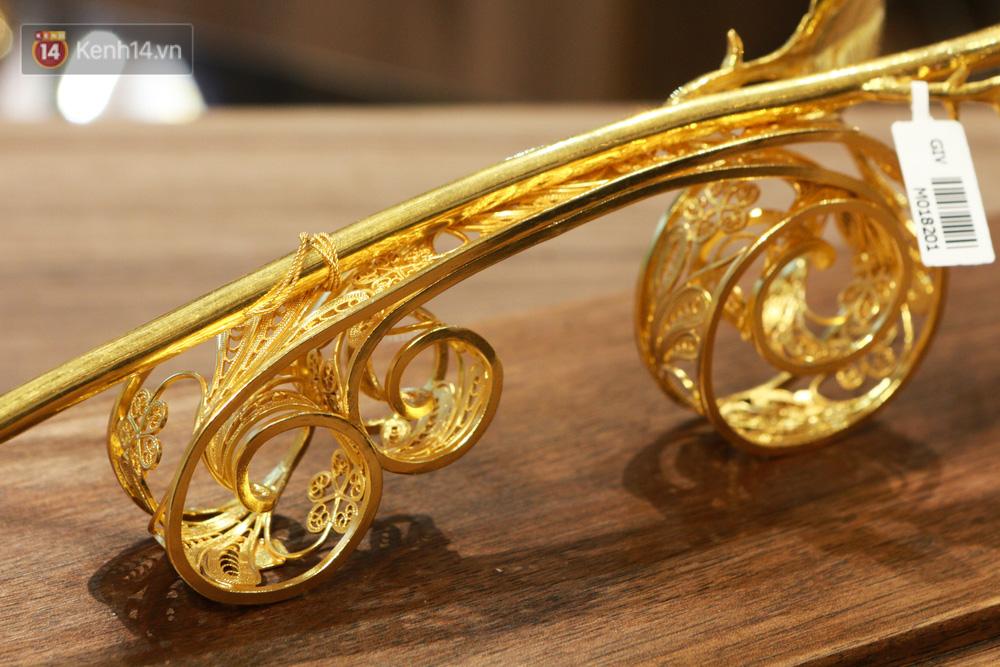 Cận cảnh hoa hồng đúc vàng giá 330 triệu đồng được đại gia Hải Phòng mua làm quà tặng ngày 8/3-3