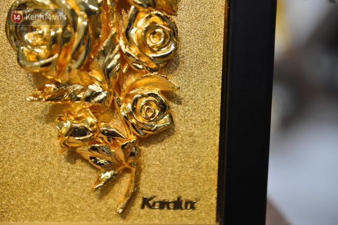 Cận cảnh hoa hồng đúc vàng giá 330 triệu đồng được đại gia Hải Phòng mua làm quà tặng ngày 8/3-11