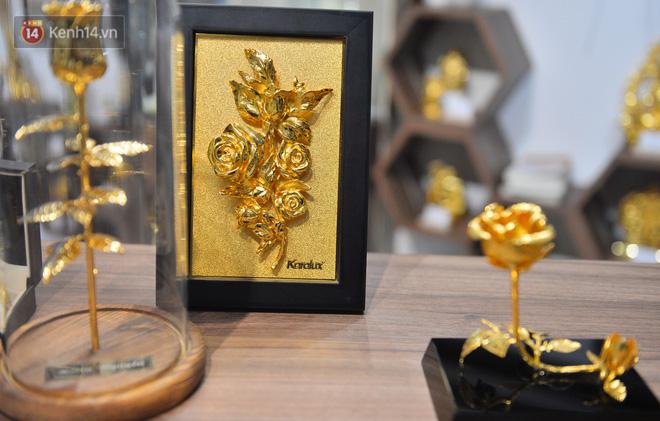 Cận cảnh hoa hồng đúc vàng giá 330 triệu đồng được đại gia Hải Phòng mua làm quà tặng ngày 8/3-14