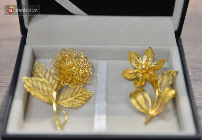 Cận cảnh hoa hồng đúc vàng giá 330 triệu đồng được đại gia Hải Phòng mua làm quà tặng ngày 8/3-17