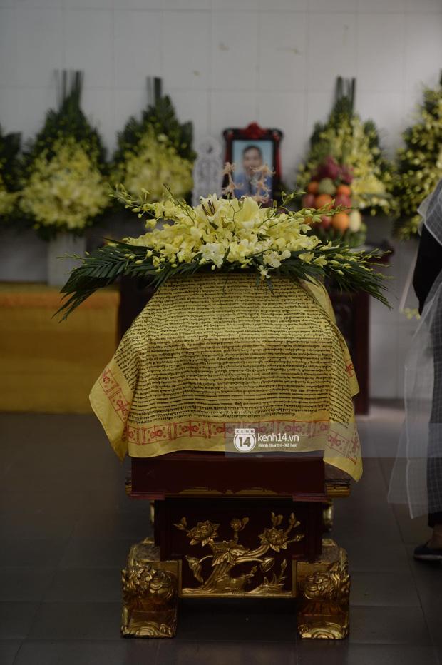 Tang lễ cố NSND Trần Hạnh: Gia quyến bật khóc, NS Công Lý và dàn nghệ sĩ ngậm ngùi tiễn biệt người quá cố-20