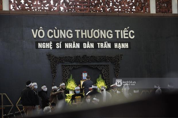 Tang lễ cố NSND Trần Hạnh: Gia quyến bật khóc, NS Công Lý và dàn nghệ sĩ ngậm ngùi tiễn biệt người quá cố-24