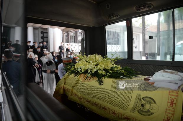 Tang lễ cố NSND Trần Hạnh: Gia quyến bật khóc, NS Công Lý và dàn nghệ sĩ ngậm ngùi tiễn biệt người quá cố-5