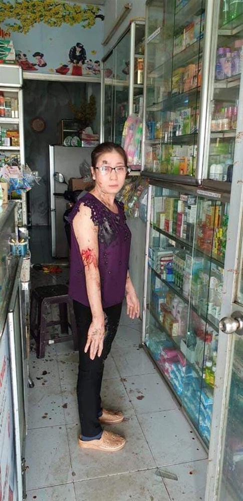 Nữ chủ tiệm thuốc tây bị khủng bố bằng sơn, mắm tôm vì em trai mượn tiền giang hồ không trả-3