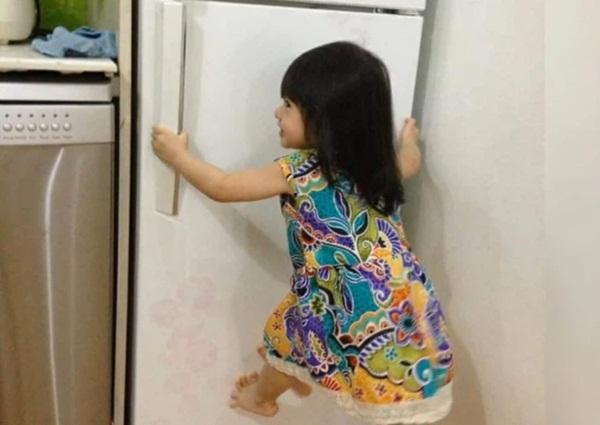 Mẹ trẻ lên mạng cầu cứu vì con tối ngày mở tủ lạnh, ngờ đâu nhiều nhà còn chịu cảnh khủng khiếp hơn mà chỉ biết bó tay bất lực-3